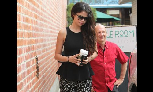 selena gomez iphone